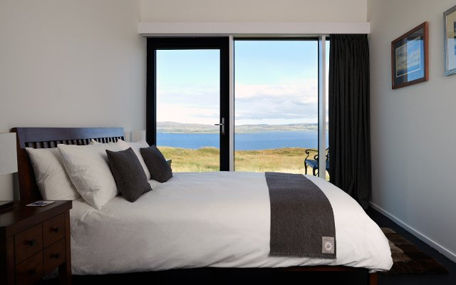Sleep with a lovely view to Dunvegan Loch at An Airigh Isle of Skye